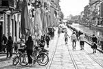 В стране открылись фабрики и заводы, большинство людей вернулись к работе (фото: Claudio Furlan/Keystone Press Agency/Global Look Press)