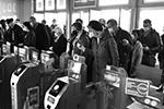 Ослабление ограничений в то же время потребовало дополнительных мер защиты (фото: Михаил Воскресенский/РИА Новости)