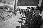 В каких-то регионах прошли полуофициальные мероприятия. В Минеральных Водах ветераны возложили цветы к мемориальному комплексу «Огонь Вечной Славы» (фото: Денис Абрамов/РИА «Новости»)