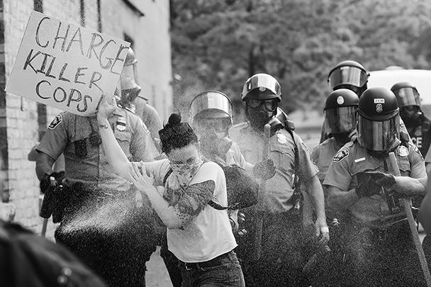 Участница протестов требует привлечь к ответственности копов-убийц