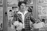 Комедийным же амплуа Кокшенов обязан прежде всего Леониду Гайдаю, который в 1975 году дал ему роль в «Не может быть!». В новелле «Забавное приключение» актер сыграл любовника жены главного героя (фото: Мосфильм)