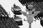 24 июня на Красной площади в Москве прошел главный парад в честь 75-й годовщины Победы в Великой Отечественной войне. В нем приняли участие более 14 тыс. военнослужащих из России и 13 иностранных государств, а также свыше 200 единиц техники, в том числе новейшей (фото: )