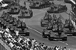 Легендарные танки Т-34 и самоходные установки СУ-100 по традиции открывали проход техники на параде Победы (фото: EPA/Sergey Pyatakov/Host photo agency POOL/ТАСС)