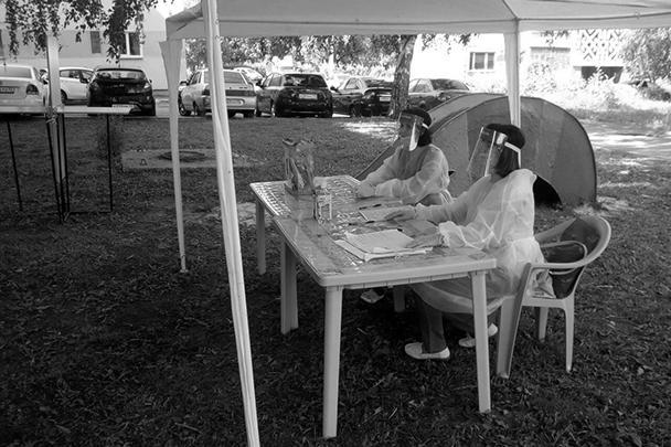«Во всеоружии» медицинской защиты встречали избирателей и сотрудники УИК 590 в столице Мордовии Саранске