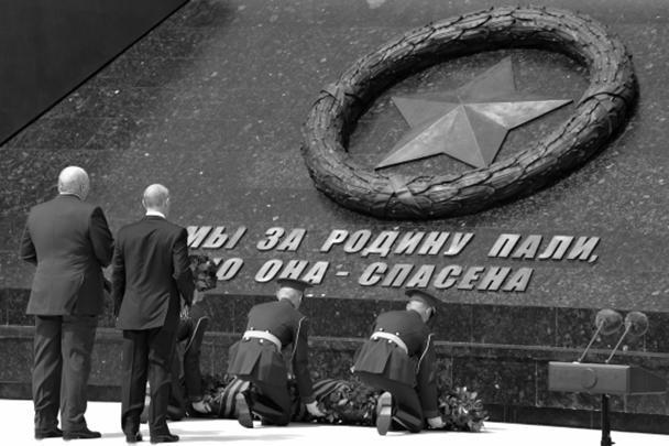 Лидеры двух стран возложили цветы к монументу Советскому солдату
