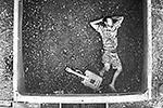 Молодой человек был обнаружен при прохождении грузового поезда через автоматизированную систему осмотра вагонов. В полиции выяснили, что он безработный, ранее не судим. Ему выписали административный штраф и отпустили (фото: пресс-служба УТ МВД России по СКФО)