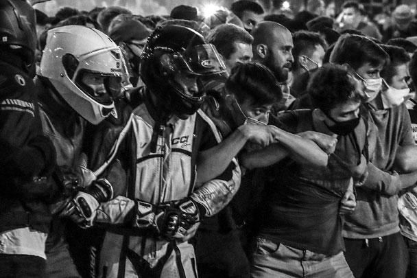 Инструкции для протестующих по объединению в «сцепки» были заранее опубликованы в интернете