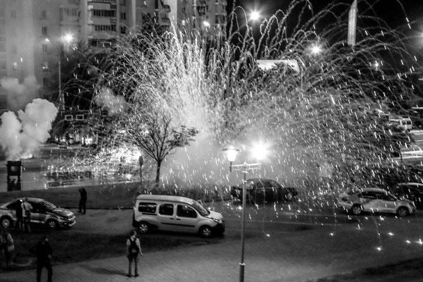 Светошумовые гранаты и пиротехника массово использовались в ходе беспорядков