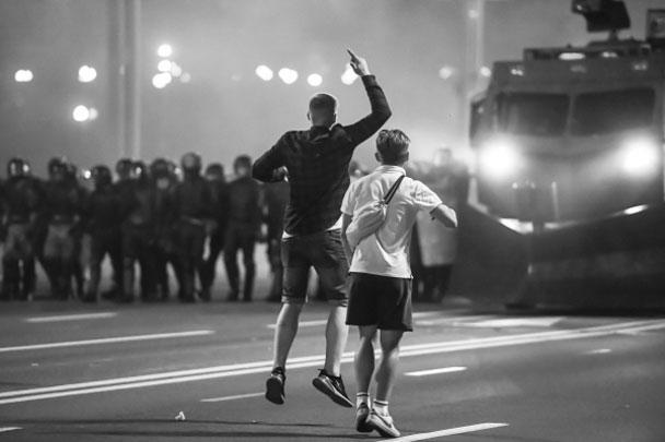 «Мы разберемся с каждым, кто сегодня провоцирует и толкает этих пацанят на беспорядки», – сказал Лукашенко