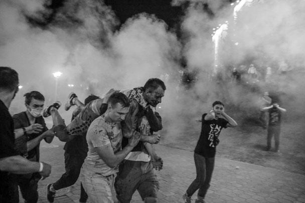 В отдельных случаях помощь раненым оказывали сами протестующие