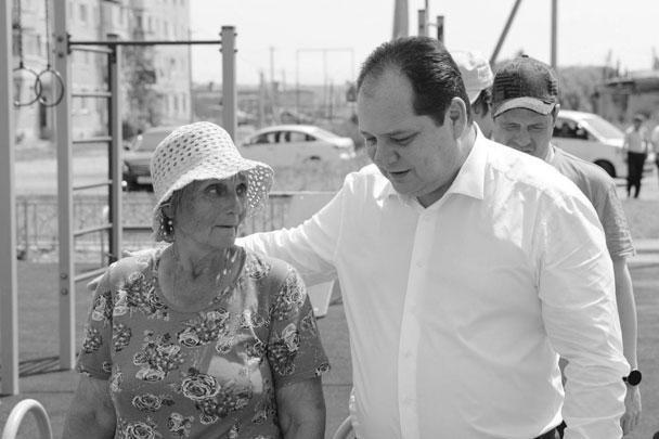 Ростислав Гольдштейн и жительница микрорайона Биробиджан-2