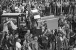 Все больше рабочих белорусских предприятий выходят на забастовки с призывами к властям отменить результаты президентских выборов. Рабочие также устраивают митинги с требованием прекратить насилие в стране. Сам президент Белоруссии Александр Лукашенко увидел в забастовках на заводах выгоду для иностранных государств(фото: TATYANA ZENKOVICH/EPA/ТАСС)
