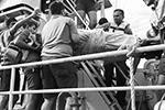 Членам экипажа New Diamond была оказана срочная помощь(фото: Sri Lankan Navy media/REUTERS)