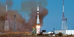 «Союз МС-17» с тремя членами экипажа впервые долетел до МКС по двухвитковой схеме, установив рекорд скорости полета к станции – 3 часа 7 минут. На борту находились российские космонавты Сергей Рыжиков и Сергей Кудь-Сверчков, а также американка Кэтлин Рубинс