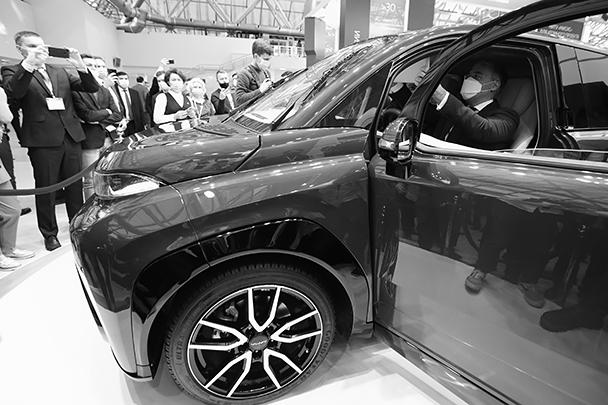 Ранее сообщалось, что цена машины составит около 1 млн рублей при планируемом объеме продаж порядка 20 тыс. машин в год