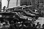 Боевые бронированные машины Cobra с пулеметами Калашникова (ПКМ) и ударными барражирующими боеприпасами Sky Striker во время военного парада, посвященного окончанию конфликта в Нагорном Карабахе (фото: Валерий Шарифулин/ТАСС)