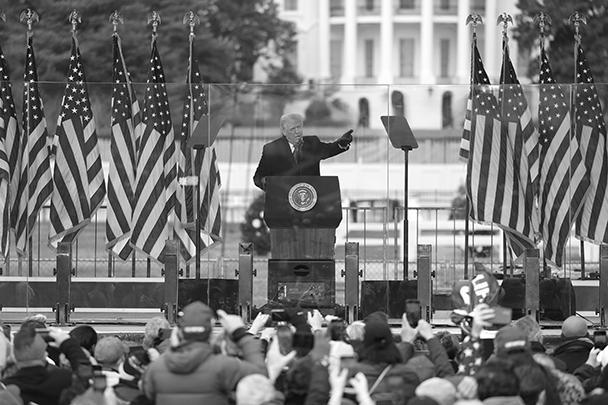 Выступая перед своими сторонниками в Вашингтоне, Трамп заявил, что «вы никогда не сможете вернуть себе нашу страну, если будете слабыми, вы должны продемонстрировать силу и вы должны быть сильными»