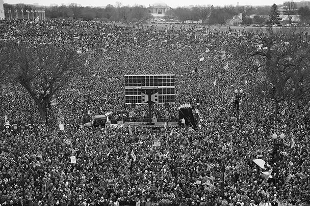 На митинг в поддержку Трампа собрались тысячи людей со всей страны. Все гостиницы в Вашингтоне были переполнены