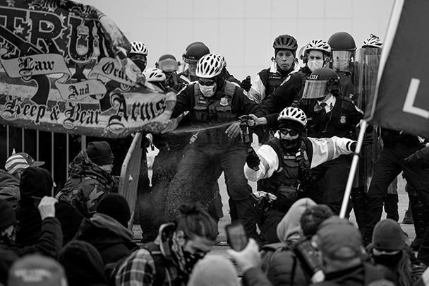 При начале штурма сотрудники правоохранительных органов почти не оказали нападающим никакого сопротивления