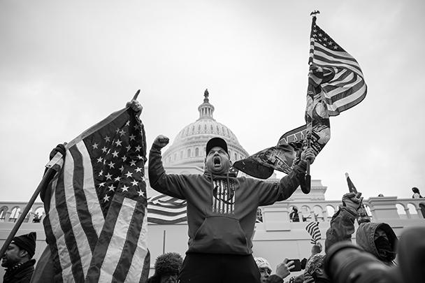 Многие уверены, что именно Трамп накачал толпу и подготовил ее к штурму Капитолия