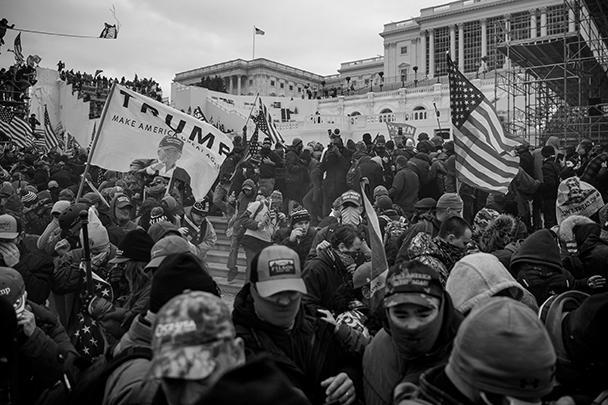 Сторонники президента уверены, что демократы украли победу у их лидера