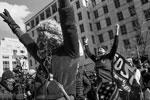 После того, как Байден был приведен к присяге, его сторонники устроили импровизированный праздник на площади Black Lives Matter Plaza в Вашингтоне(фото: REUTERS/Eduardo Munoz)
