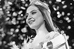 Помимо короны победительницы, Дине Юнусовой вручили норковую шубу (фото: Егор Алеев/ТАСС)