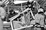 Утром в пятницу, 12 февраля, в супермаркете на окраине Владикавказа прогремел мощный взрыв. Здание магазина полностью разрушено. Жертв нет, одного человека достали живым из-под завалов. Причиной инцидента называют разгерметизацию баллонов с газом (фото: Ольга Смольская/ТАСС)