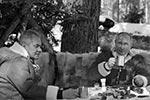 Предпоследние выходные марта президент Владимир Путин и министр обороны Сергей Шойгу провели в тайге в одном из сибирских регионов. Отдых первых лиц государства включал в себя лесные прогулки – пешком и на вездеходе(фото: kremlin.ru)