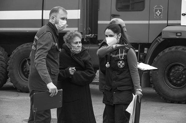 Министр здравоохранения России Михаил Мурашко от имени Минздрава выразил благодарность медикам, которым пришлось проводить операцию в горящем здании