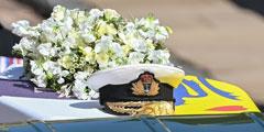 В субботу в королевской усыпальнице в Виндзоре был похоронен супруг королевы Великобритании Елизаветы II принц Филипп, который умер 9 апреля в 99-летнем возрасте. Траурная процессия прошла в соответствии с военными и королевскими традициями, но в урезанном формате. Перед тем, как гроб был доставлен в часовню Святого Георгия, в Великобритании была объявлена минута молчания в честь Филиппа