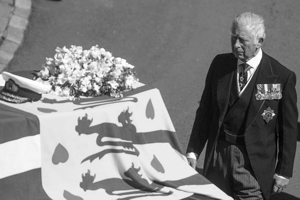 Британский принц Чарльз первым шел позади катафалка. В день смерти отца 9 апреля он сказал, что его «дорогой папа был особенным человеком, который, как я думаю, больше всех был бы изумлен реакцией и теми трогательными словами, которые были сказаны про него»