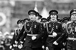 Пешие колонны состояли из 37 парадных расчетов. По традиции право возглавить их доверили суворовцам, нахимовцам, кадетам и юнармейцам(фото: Alexander Zemlianichenko/ТАСС)
