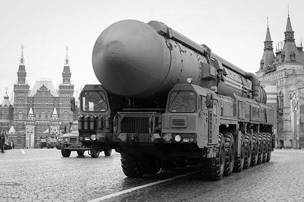 Самыми грозными участниками парада Победы стали стратегические ракетные комплексы «Ярс» с межконтинентальными баллистическими ракетами, которые способны преодолевать любые существующие средства ПВО