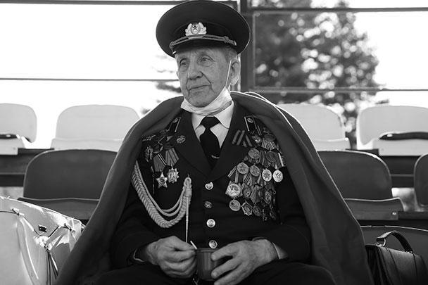 На парад Победы были приглашены ветераны Великой Отечественной войны. Всего на мероприятии присутствовали 32 ветерана. Обязательным условием нахождения на трибунах было наличие прививки от коронавируса