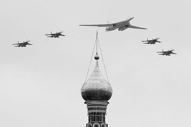 Сверхзвуковые стратегические бомбардировщики-ракетоносцы Ту-160 оснащены крылом изменяемой стреловидности