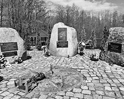 (фото: Калининградская область. Народный мемориал в память о советских бойцах, оборонявших поселок Тиренберг 4-7 февраля 1945 года)
