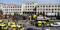 На школу в Казани напал вооруженный человек. В результате стрельбы погибла учительница и семеро детей, еще 20 детей получили ранения. Нападавшему 19 лет, он был вооружен официально зарегистрированным гладкоствольным ружьем