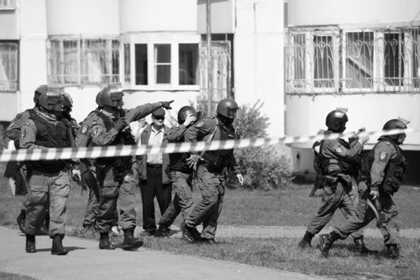 Власти Татарстана уточнили, что погибли семеро детей и одна учительница, более 20 человек ранены