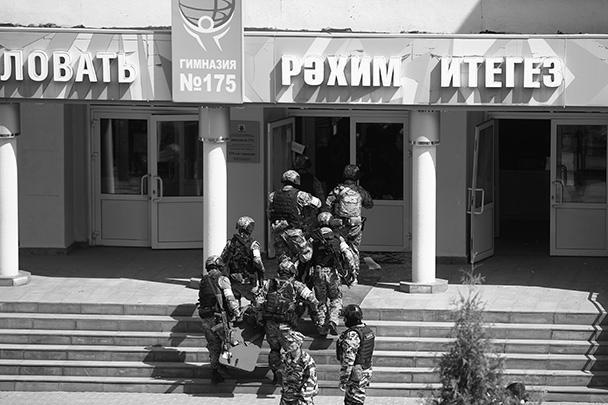 Президент России Владимир Путин поручил ужесточить правила оборота оружия по факту нападения на школу в Казани