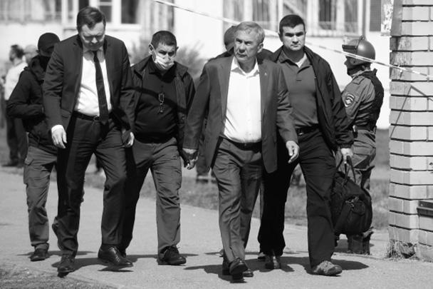 12 мая во всех школах Казани отменены занятия. По поручению президента республики будут организованы проверки всех учебных учреждений Татарстана. Также в кратчайшие сроки будет проведено заседание антитеррористической комиссии