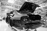 На фото – шумоизоляция на корпусе автомобиля Aurus Senat в цехе сборки на заводе Ford Sollers(фото: Максим Зарецкий/ТАСС)