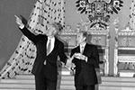 Российский президент назвал Билла Клинтона «приятным партнером», а тот отозвался о Владимире Путине как о «человеке, который способен создать сильную Россию»(фото: Сергей Величкин, Василий Смирнов/ТАСС)