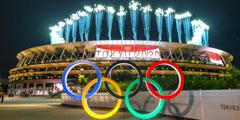 В Токио открылась Олимпиада-2020, которую пришлось перенести из-за пандемии. Впервые Игры пройдут без иностранных болельщиков, а сборная России выступит под нейтральным белым флагом. Саму церемонию открытия наблюдатели назвали скромной, а некоторые – даже «медленной и унылой»