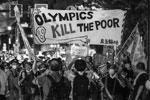 Противники соревнований считают, что Олимпийские игры в нынешних условиях убивают бедных(фото: Kantaro Komiya/AP/ТАСС)