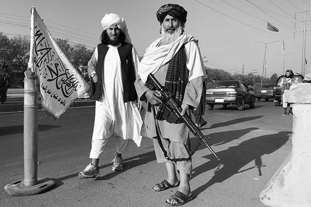 МВД Афганистана до последнего момента заверяло, что контролирует обстановку в столице. Теперь здание силового ведомства караулит патруль талибов