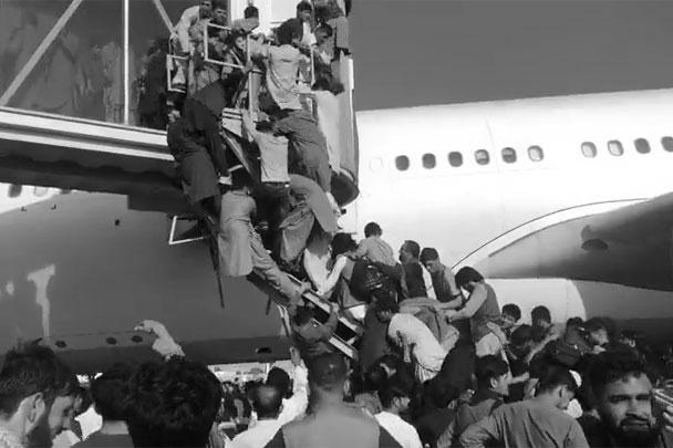Во время паники в аэропорту Кабула погибло по меньшей мере пятеро афганцев