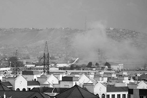 Захватившее власть в Афганистане движение «Талибан» (запрещено в России) угрожало применить силу, если американцы не завершат свою эвакуацию из аэропорта Кабула до 31 августа. Но талибы сразу отвергли свою причастность к нападению на американских военных. Ответственность за теракт взяла на себя группировка «Исламское государство – Хорасан» (запрещена в России) – региональный «филиал» ИГ