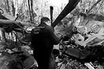 В воскресенье вечером пассажирский самолет L-410 совершил жесткую посадку примерно в 500 км от Иркутска. На месте крушения найдены два черных ящика. По факту произошедшего возбуждено уголовное дело. В качестве основных версий катастрофы рассматривают ошибку пилотирования и отказ техники(фото: Следственный комитет РФ/Youtube)