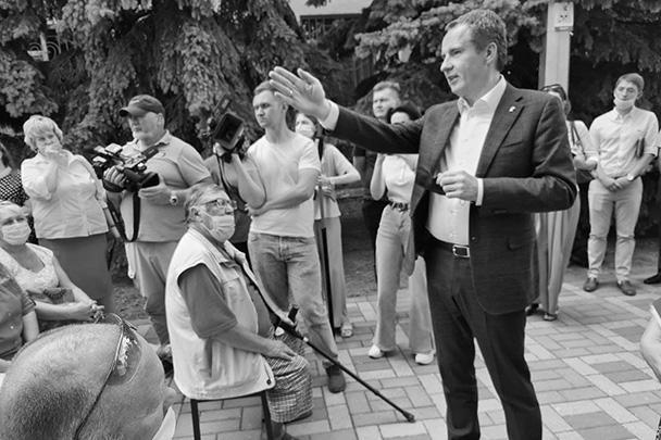 И. о. губернатора Белгородской области Вячеслав Гладков на встрече с жителями Чернянского района